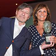 NLD/Amsterdam/20190701 - Uitreiking Johan Kaartprijs 2019,  Pierre Bokma wint de Johan Kaartprijs 2019 met Astrid Joosten