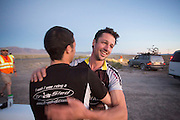 Garteh Hanks (rechts) wordt gefeliciteerd met het trike wereldrecord door teamgenoot Ben Goodall op de derde racedag van het WHPSC. In de buurt van Battle Mountain, Nevada, strijden van 10 tot en met 15 september 2012 verschillende teams om het wereldrecord fietsen tijdens de World Human Powered Speed Challenge. Het huidige record is 133 km/h.<br /> <br /> Ben Goodall congratulates team member Gareth Hanks (right) with his world records on trike. Near Battle Mountain, Nevada, several teams are trying to set a new world record cycling at the World Human Powered Speed Challenge from Sept. 10th till Sept. 15th. The current record is 133 km/h.