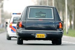 09-04-2006 ATLETIEK: FORTIS MARATHON: ROTTERDAM<br /> Tijdens de 26e Fortis Marathon Rotterdam een 41-jarige deelnemer uit Duitsland overleden door een acute hartstilstand<br /> ©2006-WWW.FOTOHOOGENDOORN.NL