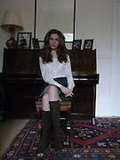 ALBA ARIKHA;,wearing Allegra Hicks. thurloe SSq. London. 12 Occcctober 2004. ONE TIME USE ONLY - DO NOT ARCHIVE  © Copyright Photograph by Dafydd Jones 66 Stockwell Park Rd. London SW9 0DA Tel 020 7733 0108 www.dafjones.com