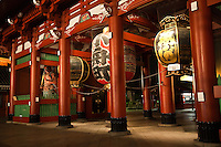 Hozomon Gate at Sensoji Temple was built in 942 by military commander Taira no Kinmasa. He offered prayers at Senso-ji in hopes of becoming the lord of Tokyo and the surrounding areas, building the gate when his wishes were realized.  Later destroyed repeatedly by fire, the gate was rebuilt again and again. Though the design of the gate remained essentially the same from the end of the 12th century through the beginning of the 17th century, it was refurbished along with the Main Hall by third Edo shogun Tokugawa Iemitsu.