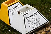 ALKMAAR - Op golfbaan Sluispolder, waarschuwing op teeboxen. KOEN SUYK