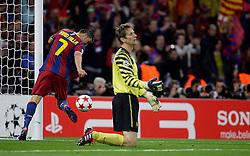28-05-2011 VOETBAL: CHAMPIONS LEAGUE FINAL FC BARCELONA - MANCHESTER UNITED: LONDON<br /> Lionel Messi makes 2-1. Edwin van de Sar and David Villa<br /> ***NETHERLANDS ONLY***<br /> ©2011- FotoHoogendoorn.nl/nph/M. Pozzetti
