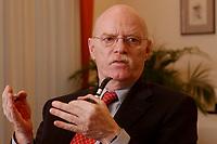 15 JAN 2003, BERLIN/GERMANY:<br /> Peter Struck, SPD, Bundesverteidigungsminister, waehrend einem Interview, in seinem Buero, Bundesministerium der Verteidigung<br /> Peter Struck, Federal Minister of Defense, during an interview, in his office<br /> IMAGE: 20030115-04-012