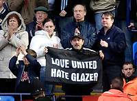 Photo: Jed Wee.<br /> Bolton Wanderers v Manchester United. The Barclays Premiership. 01/04/2006.<br /> A Manchester United fan with the message, Love United, Hate Glazer.