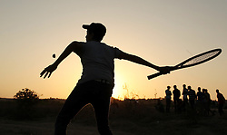 17.10.2015, Gaza city, PSE, Gewalt zwischen Palästinensern und Israelis, im Bild Zusammenstösse zwischen Palästinensischen Demonstranten und Israelischen Sicherheitskräfte // Palestinian protesters hurl stones at Israeli troops during clashes near the border between Israel and Central Gaza Strip east of Bureij on October 17, 2015. At least 40 Palestinians and seven Israelis have died in more than two weeks of unrest, which was in part triggered by Palestinians' anger over what they see as increased Jewish encroachment on Jerusalem's al-Aqsa mosque compound, Palestine on 2015/10/17. EXPA Pictures © 2015, PhotoCredit: EXPA/ APAimages/ Ashraf Amra<br /> <br /> *****ATTENTION - for AUT, GER, SUI, ITA, POL, CRO, SRB only*****