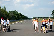 In Lausitz bereidt het Human Power Team Delft en Amsterdam zich met fietser Wil Baselmans voor op het uurrecord met de VeloX3. In september wil het team, dat bestaat uit studenten van de TU Delft en de VU Amsterdam, een poging doen het wereldrecord snelfietsen te verbreken, dat nu op 133 km/h staat tijdens de World Human Powered Speed Challenge.<br /> <br /> At the Dekra test track in Lausitz the Human Power Team Delft and Amsterdam is preparing the VeloX3 with rider Wil Baselmans for the attempt to set a new world hour record on a bicycle. With the special recumbent bike the team, consisting of students of the TU Delft and the VU Amsterdam, also wants to set a new world record cycling in September at the World Human Powered Speed Challenge. The current speed record is 133 km/h.