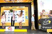 Uitreiking Gele trui na eerste etappe in Utrecht na de individuele tijdrit van 13,8 km.<br /> <br /> Presentation Yellow jersey after the first stage in Utrecht after the individual time trial of 13.8 km.<br /> <br /> Op de foto / On the photo:   Joop Zoetemelk en Koning Willem Alexander