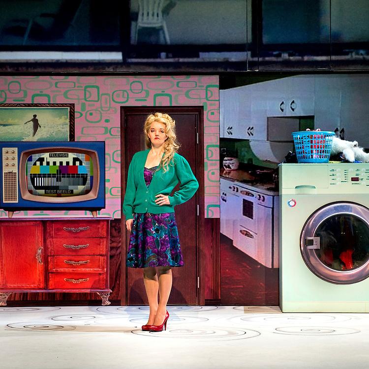 """Nederland, Rotterdam, 19-12-2011.<br /> Sanne Wallis de Vries in """"Woest Water"""" een familie voorstelling van het Ro-theater.<br /> Foto : Klaas Jan van der Weij"""