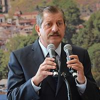 Valle de Bravo, México.- Francisco Reynoso, alcalde de Valle de Bravo durante la firma del Convenio de Colaboración GEM-TURISSSTE. Agencia MVT / José Hernández