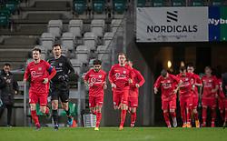 Anfører Nikolaj Hansen (FC Helsingør) leder sit hold ud til kampen i 1. Division mellem Viborg FF og FC Helsingør den 30. oktober 2020 på Energi Viborg Arena (Foto: Claus Birch).