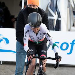11-03-2021: Wielrennen: Healthy Ageing Tour: Lauwersoog. <br />Nina Buisman