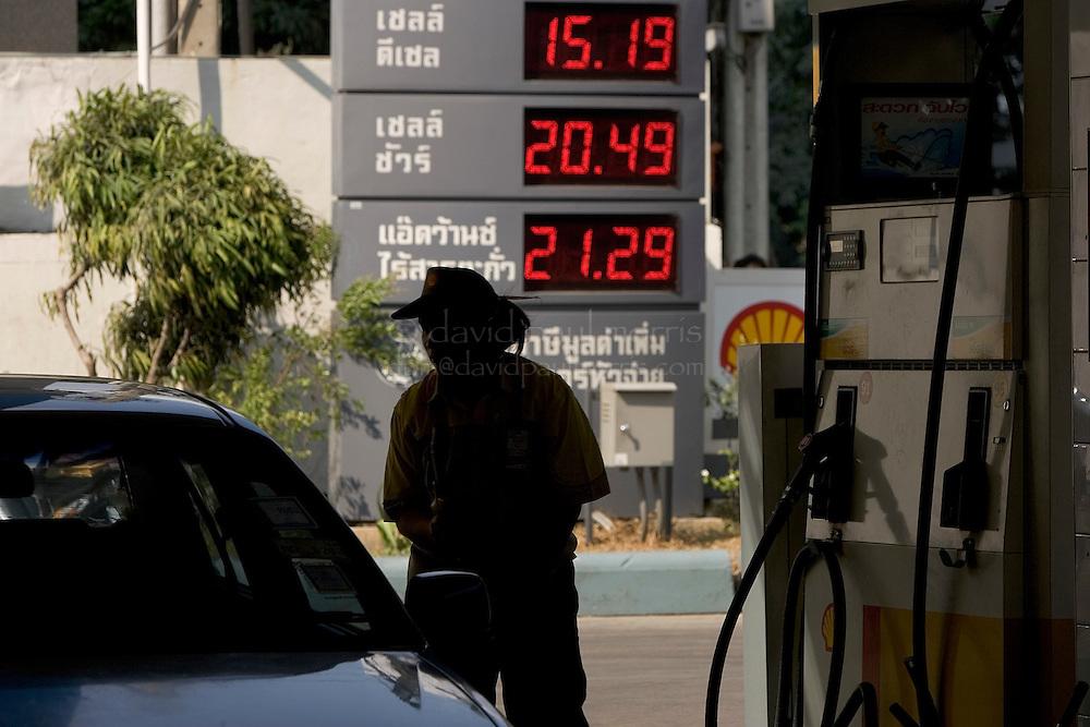MAR 02, 2005; Bangkok THAILAND;    General scenes from Bangkok, Thailand .  Photo by David Paul Morris