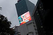 Projektion eines Films der Kinderhilforganisation UNICEF in einem Viertel mit Bank Hochhaeusern im Zentrum der koreanischen Metropole Seoul. <br /> <br /> Screening of a clip by the United Nations International Children's Emergency Fund (UNICEF) in a quater with bank towers in the center of the Korean metropolis Seoul.