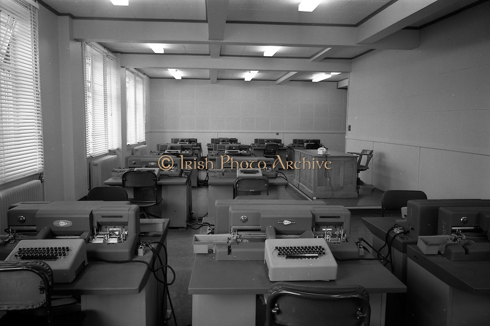 18/04/1963<br /> 04/18/1963<br /> 18 April 1963<br /> Interiors of the Tax Office 9/10 Upper O'Connell Street, Dublin. Special for I.C.T. Ltd. I.C.T. computers in office.