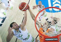 08-09-2015 CRO: FIBA Europe Eurobasket 2015 Slovenie - Nederland, Zagreb<br /> De Nederlandse basketballers hebben de kans om doorgang naar de knockoutfase op het EK basketbal te bereiken laten liggen. In een spannende wedstrijd werd nipt verloren van Slovenië: 81-74 / Sasa Zagorac of Slovenia vs Worthy de Jong of Netherlands. Photo by Vid Ponikvar / RHF