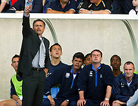 Fotball<br /> Foto: Scott Heavey, Digitalsport<br /> Oxford v Chelsea<br /> Pre-season friendly. 17/07/2004.<br /> Jose Mourinho barks orders in front of his bench