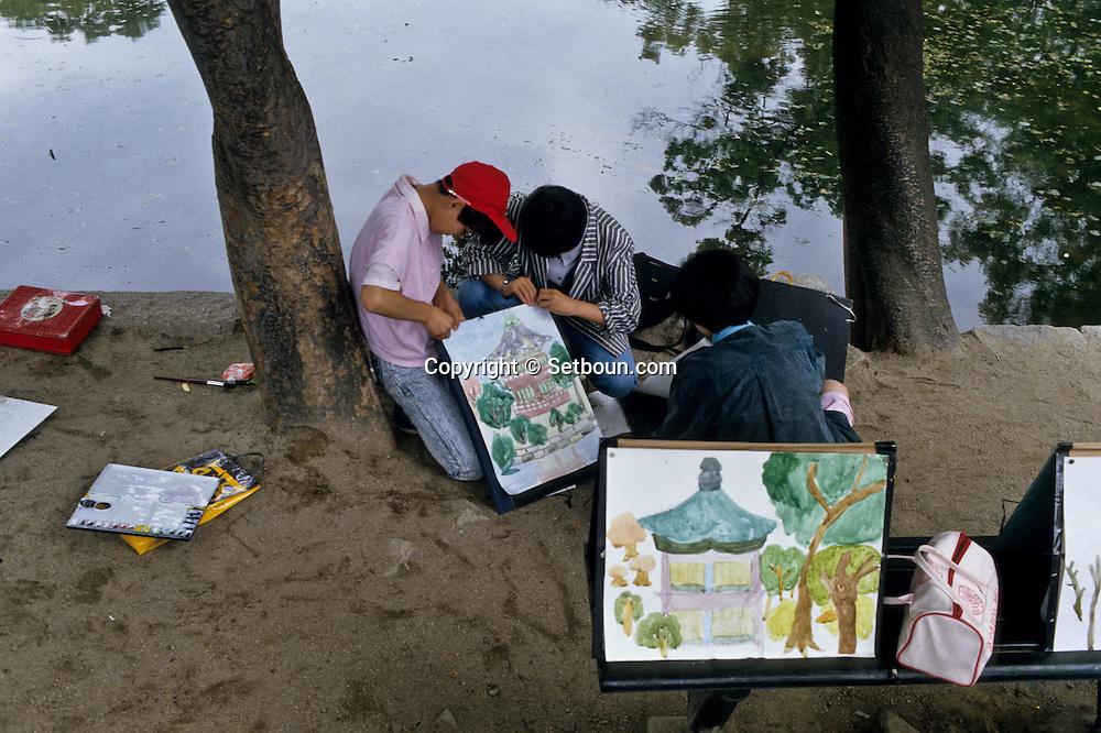 Painting on Sunday at the Kyongbok Palace.       Peintre du dimanche au Palais Kyongbok;      ///    L2745  /  R00030  /  P107209