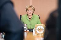 20 AUG 2008, BERLIN/GERMANY:<br /> Angela Merkel, CDU, Bundeskanzlerin, vor Beginn einer Kabinettsitzung, Kabinettsaal, Bundeskanzleramt<br /> IMAGE: 20080820-01-034<br /> KEYWORDS: Kabinett, Sitzung