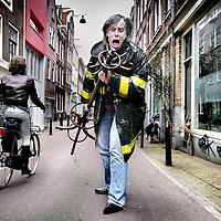 Nederland,Amsterdam ,20 februari 2008..Peter te Bos (Amsterdam, 24 december 1950) is een Nederlands muzikant en grafisch ontwerper. Te Bos werd bekend als zanger van Claw Boys Claw, een Nederlandse band die als exponent van de Amsterdamse Gitaarschool wordt beschouwd. Naast muzikant is Te Bos ook grafisch ontwerper en in die hoedanigheid al vanaf het begin betrokken bij Lowlands, onder andere als ontwerper van de website van dit festival.