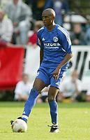Fotball<br /> Bundesliga 2003/2004<br /> Eduardo Alcides - Schalke 04<br /> Foto: Uwe Speck, Digitalsport