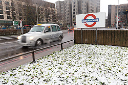 © Licensed to London News Pictures. 10/12/2017. London, UK. Snow settles on the grass near the Tower of London. Heavy snow has fallen across the UK this morning. Photo credit: Vickie Flores/LNP