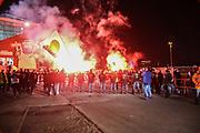 Fussball: 2. Bundesliga, FC St. Pauli - Hamburger SV, Hamburg, 01.03.2021<br /> St-Pauli-Fans vor dem Stadion<br /> © Torsten Helmke