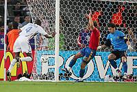 Tor 1:2 durch Patrick Vieira gegen Sergio Ramos und Torwart Iker Casillas<br /> Fussball WM 2006 Achtelfinale Spanien - Frankreich<br /> Spania - Frankrike<br /> Norway only