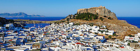 Grece, Dodecanese, Rhodes, Lindos, l'Acropole et le village // Greece, Dodecanese archipelago, Rhodes island, Lindos, Acropolis and village