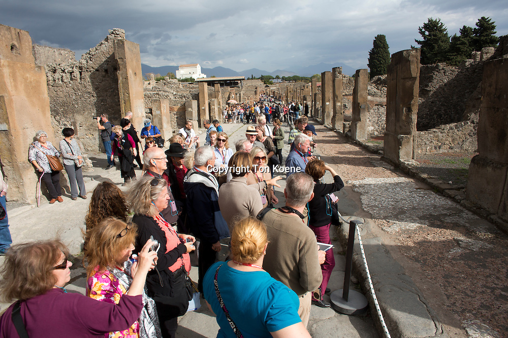 Almost 2,000 years ago, the city of pompeii was destroyed by an eruption of Mount Vesuvius. 20,000 residents of Pompeii and the 4,000 citizens of Herculaneum died.