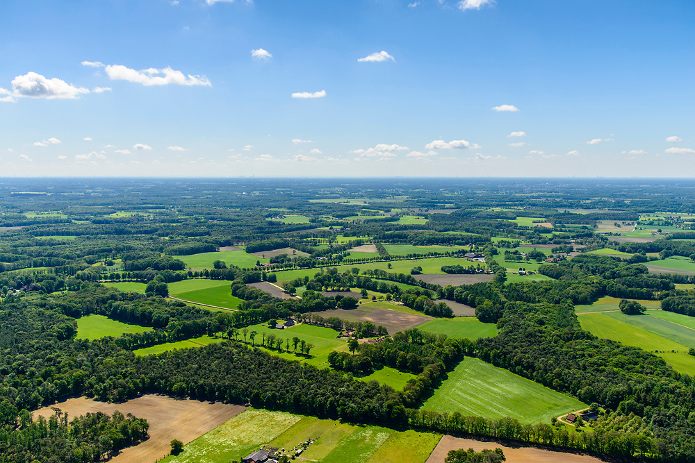 Nederland, Gelderland, Achterhoek, 29-05-2019; Achterhoek, Bekendelle - omgeving Winterswijk Miste. Verkaveling en landelijk gebied, Coulissenlandschap (ten zuiden van Winterswijk)<br /> Achterhoek, east Netherlands (near border w Germany)<br /> Rural area, Coulissen landscape.<br /> luchtfoto (toeslag op standard tarieven);<br /> aerial photo (additional fee required);<br /> copyright foto/photo Siebe Swart