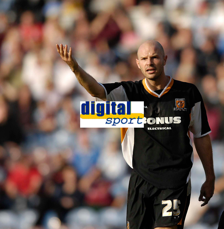 Photo: Jed Wee.<br />Burnley v Hull. Coca Cola Championship. 14/10/2006.<br /><br />Hull's Danny Mills protests a refereeing decision.