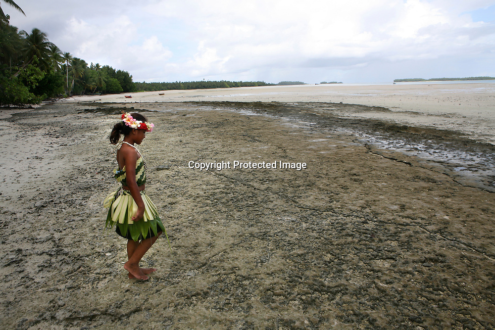 Girl on Tuvalu, island in the pacific. (MR)