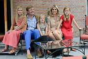 Koninklijke fotosessie 2013 op landgoed De Horsten ( het huis van de koninklijke familie)  in Wassenaar.<br /> <br /> Royal photoshoot 2013 at De Horsten estate (the home of the royal family) in Wassenaar.<br /> <br /> Op de foto / On the photo: <br /> <br />  Koning Willem-Alexander en koningin Maxima met de prinsesjes Amalia, Alexia en Ariane en de labrador Skipper<br /> <br /> King Willem-Alexander and Maxima queen with the princesses Amalia, Alexia and Ariane and the labrador Skipper