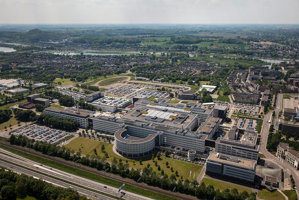 Nederland, Limburg, Gemeente Maastricht, 27-05-2013; langs rijksweg A2 (beneden) Academisch Ziekenhuis Maastricht , daarachter de wijk Heugem, met de Maas. Aan andere oever links  aan de Maasboulevard de Sint Pietersberg met de mergelgroeve.<br /> University hospital Maastricht, river Maas (meuse) in the back.<br /> luchtfoto (toeslag op standaardtarieven);<br /> aerial photo (additional fee required);<br /> copyright foto/photo Siebe Swart.