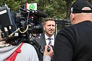 Fuusball: 2. Bundesliga, FC St. Pauli - Hamburger SV 2:0, Hamburg, 16.09.2019<br /> Fanmarsch der HSV-Fans: Timo Zill (Pressesprecher Polizei Hamburg) im Interview<br /> © Torsten Helmke