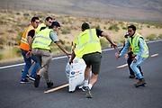 De Bluenose wordt gevangen. In Battle Mountain (Nevada) wordt ieder jaar de World Human Powered Speed Challenge gehouden. Tijdens deze wedstrijd wordt geprobeerd zo hard mogelijk te fietsen op pure menskracht. De deelnemers bestaan zowel uit teams van universiteiten als uit hobbyisten. Met de gestroomlijnde fietsen willen ze laten zien wat mogelijk is met menskracht.<br /> <br /> In Battle Mountain (Nevada) each year the World Human Powered Speed ??Challenge is held. During this race they try to ride on pure manpower as hard as possible.The participants consist of both teams from universities and from hobbyists. With the sleek bikes they want to show what is possible with human power.