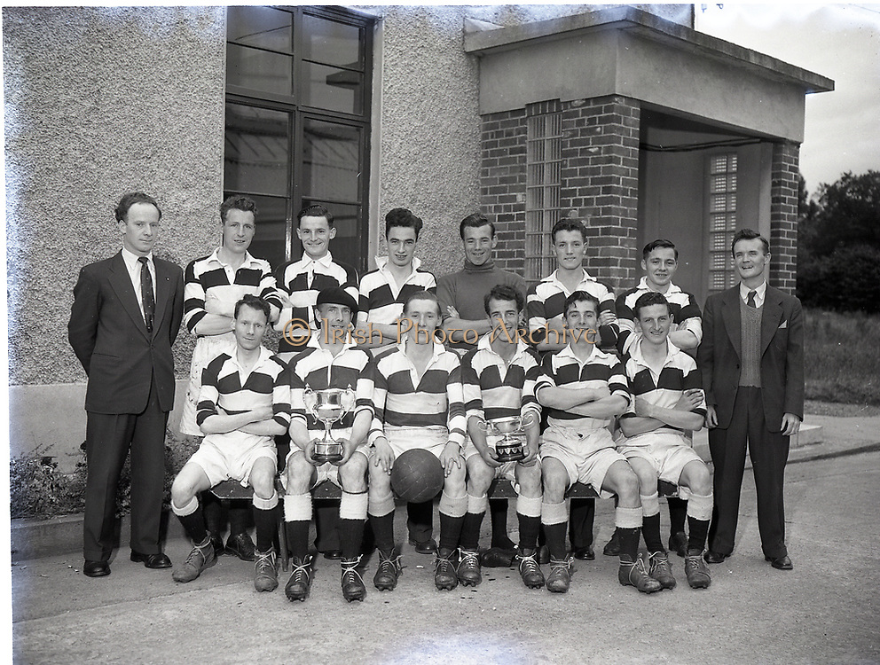 National Slipper Factory Kill Avenu 1954 Football Team been presented with cup 29-9-1954