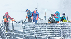 31.01.2016, Casino Arena, Seefeld, AUT, FIS Weltcup Nordische Kombination, Seefeld Triple, Skisprung, im Bild Bläser in der Anlaufspur // Stewards use leaf blowers to clear the inrun before the Competition Jump of Skijumping of the FIS Nordic Combined World Cup Seefeld Triple at the Casino Arena in Seefeld, Austria on 2016/01/31. EXPA Pictures © 2016, PhotoCredit: EXPA/ JFK