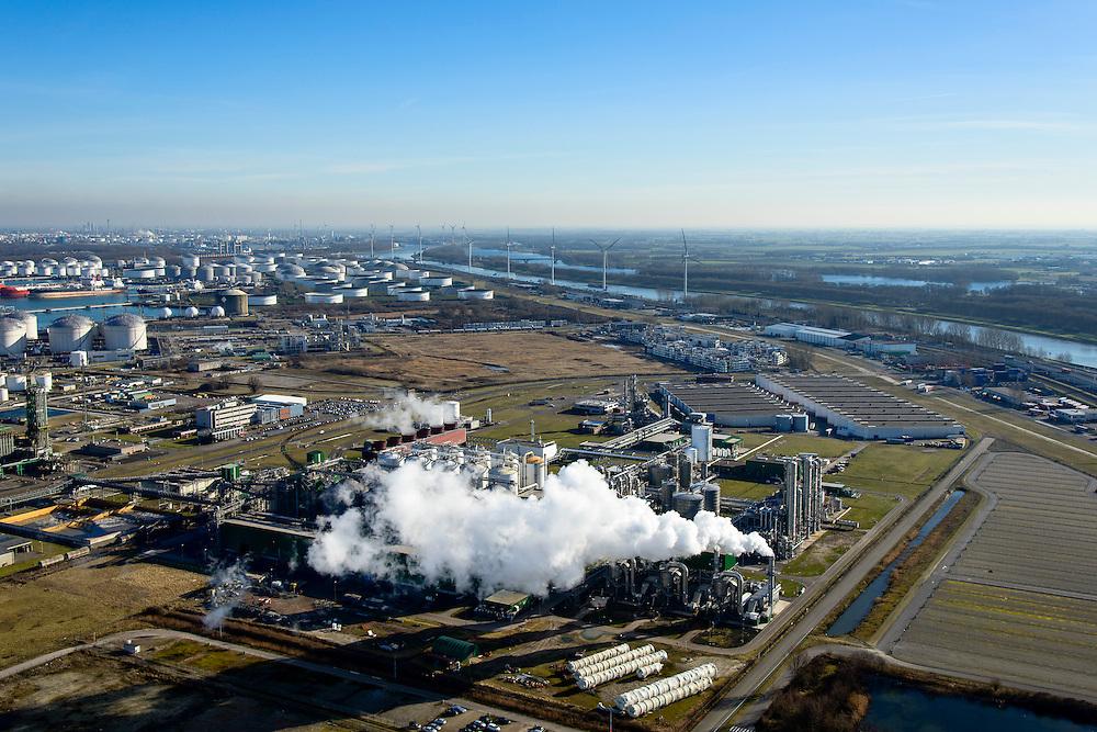 Nederland, Zuid-Holland, Rotterdam, 18-02-2015. Europoort met plant van Abengoa Bioenergy, producent van bio-ethanol uit mais.<br /> Plant of Abengoa Bioenergy, producer of bioethanol from corn.<br /> luchtfoto (toeslag op standard tarieven);<br /> aerial photo (additional fee required);<br /> copyright foto/photo Siebe Swart