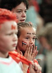 27-06-1998 VOLLEYBAL: WORLD LEAGUE: NEDERLAND - ARGENTINIE: EINDHOVEN<br /> Oranje Support<br /> ©1998-WWW.FOTOHOOGENDOORN.NL