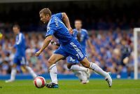 Photo: Daniel Hambury.<br />Chelsea v Manchester City. The Barclays Premiership. 20/08/2006.<br />Chelsea's Andriy Shevchenko running with the ball.