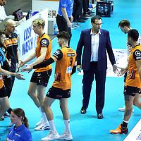 17.10.2020, Max Schmeling Halle, Berlin, GER, 1.VBL, BR VOLLEYS VS. SWD powervolleys Dueren, <br /> im Bild Trainer Cedric Enard (BR Volleys), Eder Carbonera (BR Volleys #16), Anton Brehme (BR Volleys #8), Timothee Carle (BR Volleys #9), Samuel Tuia (BR Volleys #12), Julian Zenger (BR Volleys #10)<br /> <br />    <br /> Foto © nordphoto /  Engler