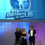 NLD/Hilversum/20060818 - Opname RTL Sterren Dansen op het IJs, presentatoren Gerard Joling en Nance Coolen