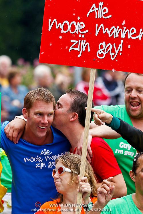 NLD/Amsterdam/20100807 - Boten tijdens de Canal Parade 2010 door de Amsterdamse grachten. De jaarlijkse boottocht sluit traditiegetrouw de Gay Pride af. Thema van de botenparade was dit jaar Celebrate, AVRO boot, Sipke Jan Bousema en partner Willem
