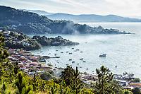 Praia de Ganchos do Meio. Governador Celso Ramos, Santa Catarina, Brasil. / <br /> Ganchos do Meio Beach. Governador Celso Ramos, Santa Catarina, Brazil.
