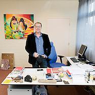Nederland, Alphen aan den Rijn, 20081107..Martin Duivenvoorden staande in zijn werkruimte. voorzitter van het College van Bestuur van het Ashram College.