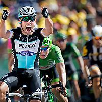 Frankrijk, Livarot, 10-07-2015.<br /> Wielrennen, Tour de France.<br /> Etappe van Livarot naar Fougeres.<br /> Mark Cavendish wint de eindsprint voor Andre Geipel in de Groene Trui.<br /> Foto: Klaas Jan van der Weij