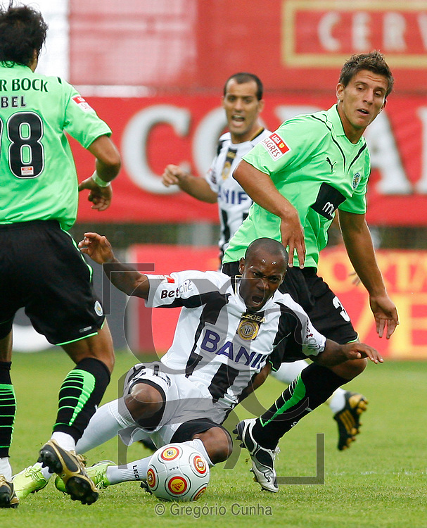 Portugal, FUNCHAL : Sporting's Abel (R) vies with Nacional's Amunek (L) during their Portuguese league football match at Madeira Stadium in Funchal, Madeira Island on August 15, 2009. PHOTO/ GREGORIO CUNHA