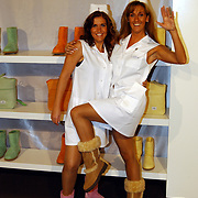 Miljonairfair 2004, modellen in zusterpakjes met Uggs aan